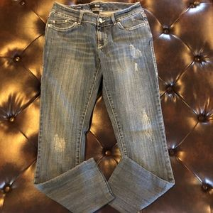 a.n.a destressed Jeans. Modern fit.